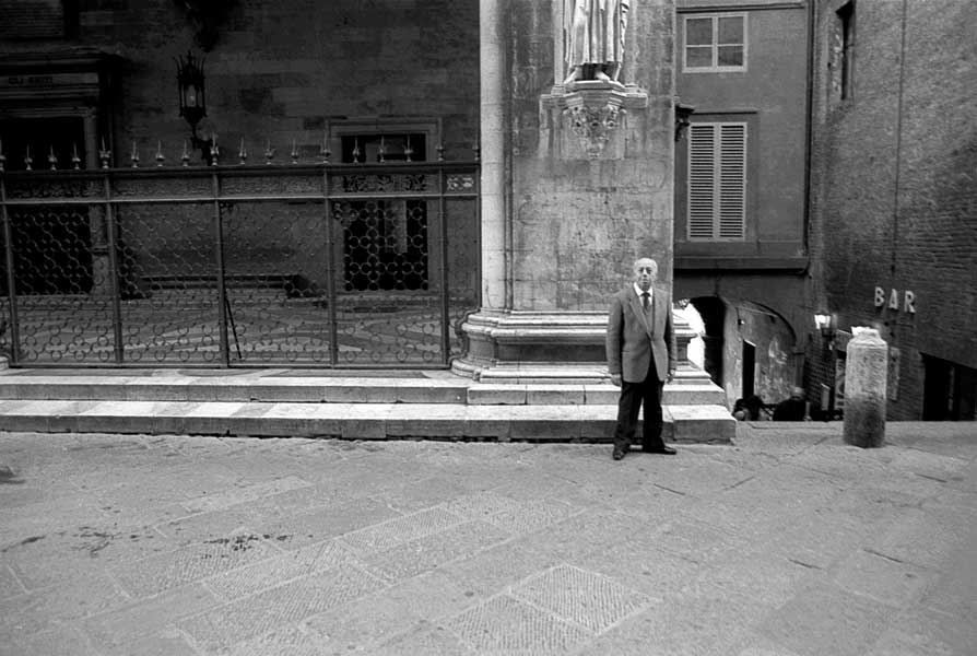 Two stances (Florence, Italy)